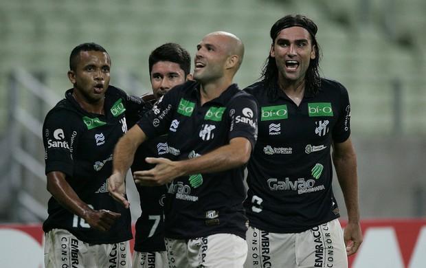 Jogadores do Ceará comemoram gol contra Chapecoense (Foto: Kid Júnior/Agência Diário)
