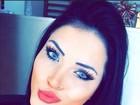 Claudia Alende, vice-Miss Bumbum 2014, sensualiza com biquinho na web