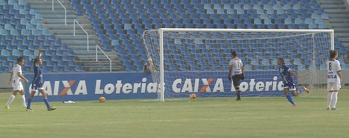 Viana marca contra Vitória-PE no Castelão pelo Brasileiro feminino (Foto: Reprodução / TV Mirante)