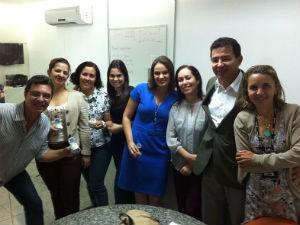 Luiz Amorim com a equipe de jornalismo da TV Gazeta  (Foto: Reprodução/ TV Gazeta)