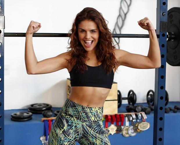 Paloma Bernardi faz treino funcional para manter o corpaço (Foto: Artur Meninea / TV Globo)