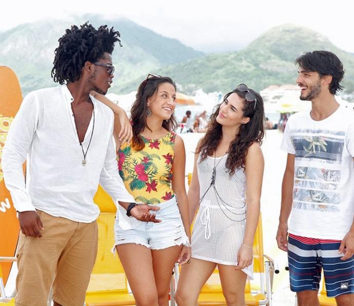 Lindos demais! Maicon, Lara, Lívian e Brenno estão a cara do verão com esses looks! (Foto: Artur Meninea/Gshow)