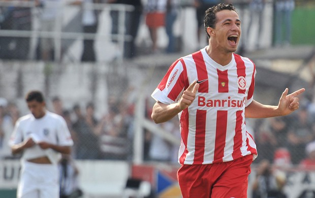 Leandro Damião comemora, Santa Cruz x Internacional (Foto: Miguel Noronha/Agência Estado)