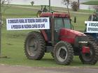 Produtores rurais realizam tratoraço contra ocupação do MST em Castro