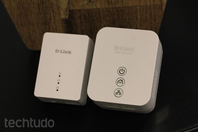 Extensores Powerline funcionam aos pares: um é ligado ao roteador via cabo de rede e o outro recebe o sinal via rede elétrica da residência (Foto: Lucas Mendes/TechTudo)