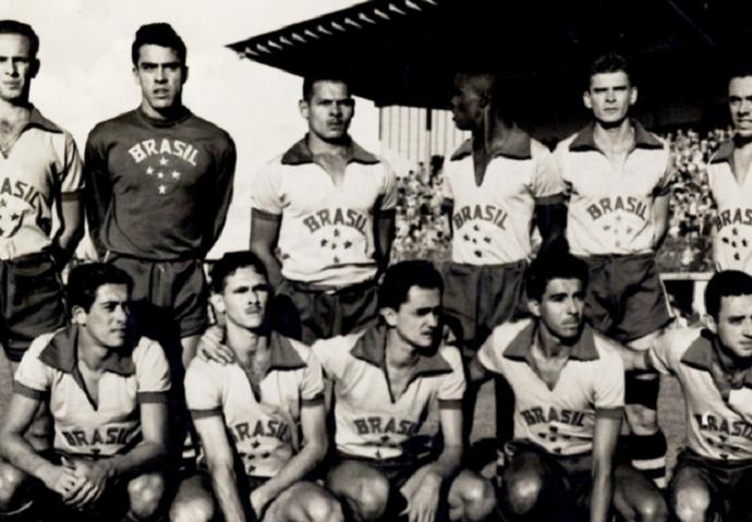 Escudo ou bandeira  Veja a evolução do uniforme do futebol olímpico 26df712c86514