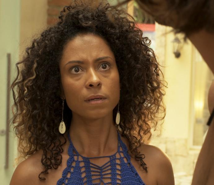 Vanda morre de ciúme da forma que Elisa olha para Nuno (Foto: TV Globo)