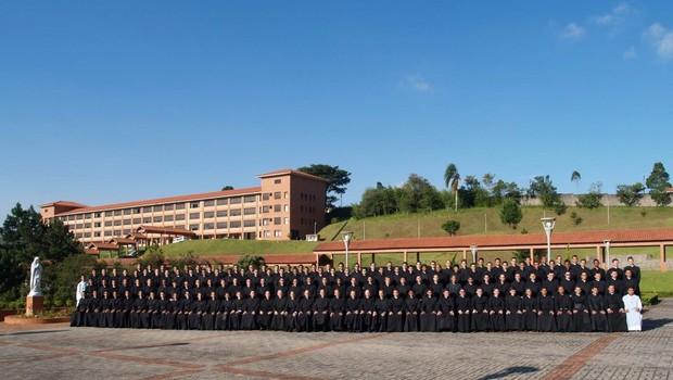 Jovens estudam, em média, nove anos no Seminário Matter Eclesiae para se formar padres (Foto: Divulgação)