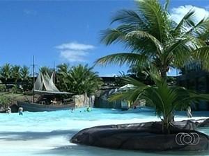Caldas Novas deve receber 400 mil turistas durante férias de julho, em Goiás (Foto: Reprodução/TV Anhanguera)