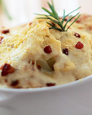Couve-flor com bacon e creme de queijos (Foto: Joff Lee Studios/Stock Food)