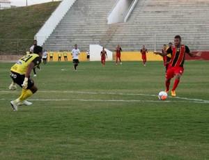 Romarinho, atacante do Globo FC (Foto: Kaline Rodrigues/Divulgação)