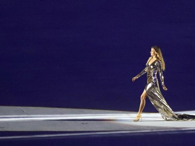 Gisele Bündchen participa da cerimônia de abertura da Olimpíada. Modelo desfilou ao som de 'Garota de Ipanema'S/Mike Blake (Foto: Mike Blake/Reuters)