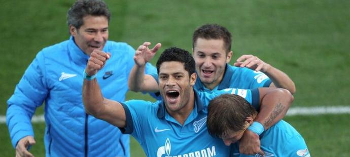 Hulk comemora gol do Zenit com Arshavin (Foto: Twitter/Zenit)