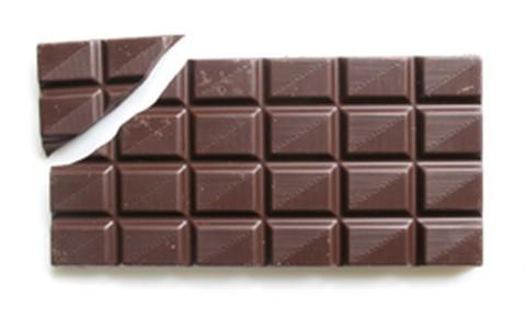 Estudo sugere que consumo diário de chocolate reduz pressão arterial