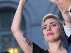 Lady Gaga se emociona ao lembrar mortos em atentado em boate gay