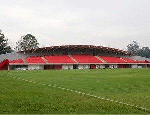 Campo principal do CT de Cotia (Foto: Divulgação / site oficial do SPFC)