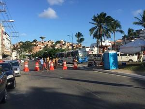 Vias no entorno da Fonte Nova começaram a ser bloqueadas às 16h (Foto: Giana Mattiazzi/TV Bahia)
