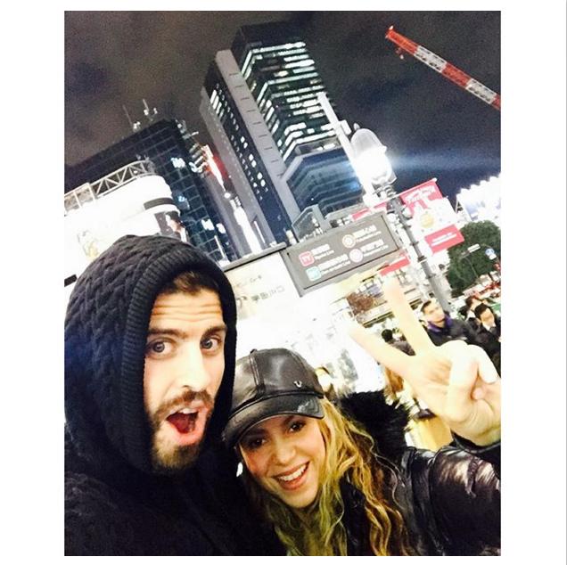 BLOG: Família Piqué fica no Japão após título, e Shakira posa com o zagueiro em Tóquio