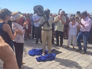Estátua em homenagem a Tom Jobim é inaugurada na orla de Ipanema, Rio (Foto: Alba Valéria Mendonça/G1)