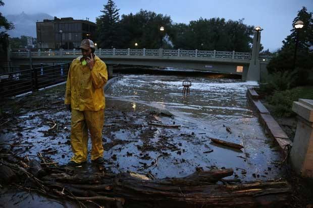 Inundações já deixaram três pessoas mortas no Colorado, nos EUA (Foto: Brennan Linsley/ AP)