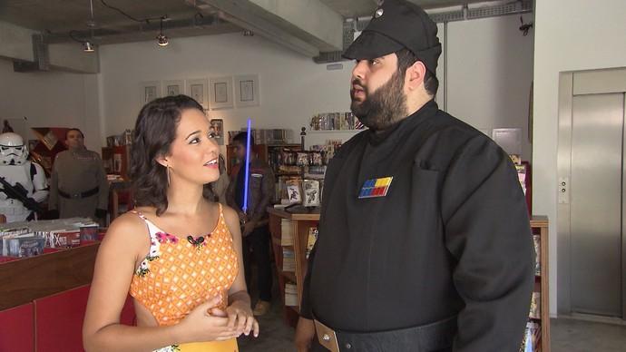 Designer gráfico Leonardo Menezes se veste como Oficial Imperial, de Star Wars (Foto: TV Bahia)