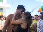 Famosos trocam beijos no sábado de carnaval Brasil afora; veja fotos