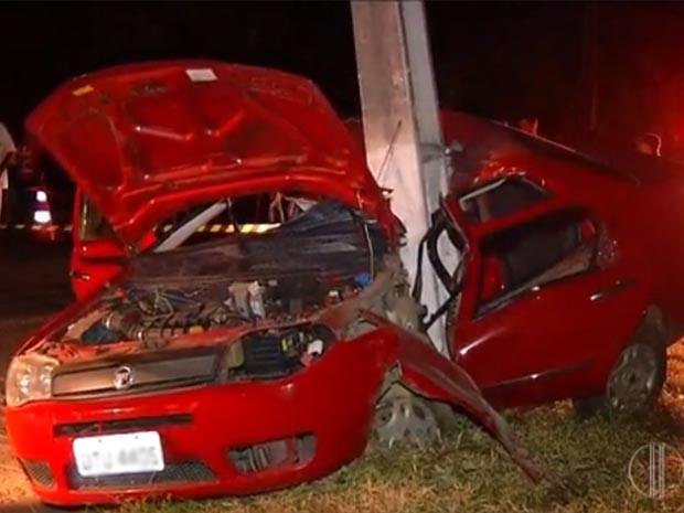Carro ficou completamente destruído (Foto: Reprodução/Inter TV Cabugi)