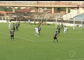 Confusão é o destaque do jogo entre Boto e Leão (Foto: Reprodução/TV Tapajós)