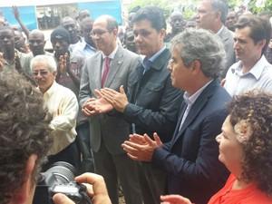 Senador Jorge Viana (PT), Sérgio Petecãi (PSD) e Aníbal Diniz (PT) acompanharam a comitiva (Foto: Rayssa Natani/G1)