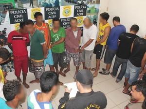 19 pessoas foram presas na operação (Foto: Pedro Paulo/Assessoria Polícia Civil)
