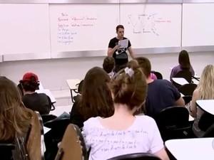 Estudantes em cursinho pré-vestibular em Rio Preto  (Foto: Reprodução/TV TEM)