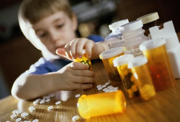 Cuidado com os remédios e as crianças (Foto: Thinkstock)