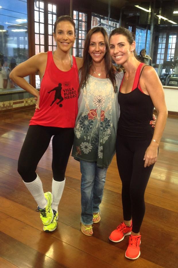 Ivete Sangalo com Glenda Kozlowski em aula de dança (Foto: Divulgação)