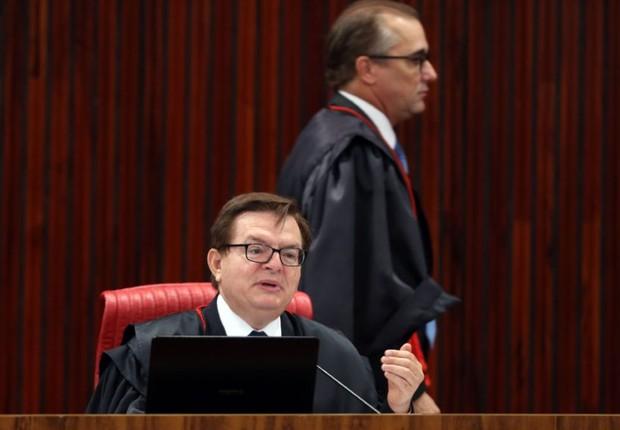 Ministro Admar Gonzaga e o relator da ação, ministro Herman Benjamin, durante julgamento da chapa Dilma-Temer (Foto: José Cruz/Agência Brasil)