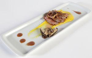 Entrecôte grelhado com molho Beurre Rouge de jabuticaba e gel de mandioquinha: receita do Gustavo