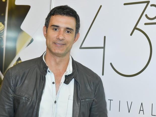 Marcos Pasquim chegou a Gramado para aproveitar o Festival de Cinema (Foto: Cleiton Thiele/Agência Pressphoto)