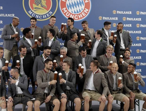 BLOG: Cerveja para todos! Bayern de Munique se reúne para tradicional ensaio fotográfico