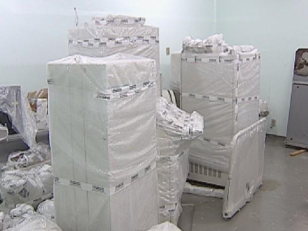 Equipamentos estão na caixa e deverão ser instalados em breve (Foto: Reprodução TV TEM)
