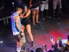 Anitta sensualiza com Caio Castro em show no carnaval de Salvador
