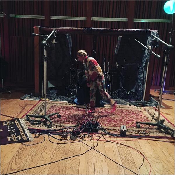 A cantora Lady Gaga no intervalo dos ensaios para o Super Bowl (Foto: Instagram)