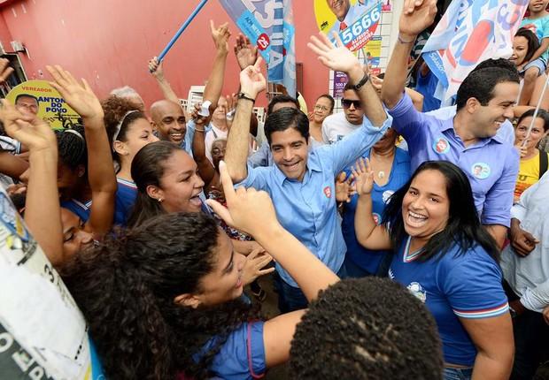O atual prefeito de Salvador e candidato à reeleição, ACM Neto (DEM) faz campanha pelas ruas da cidade  (Foto: Reprodução/Facebook)