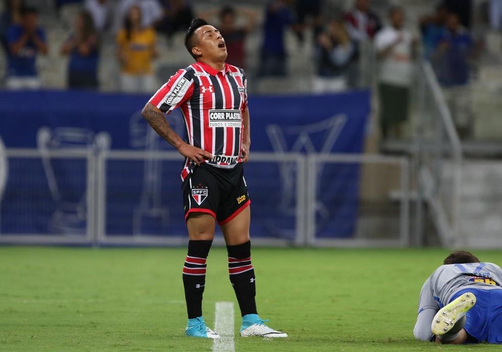 Cueva lamenta gol perdido: meia teve atuação ruim no Mineirão (Foto: Rubens Chiri / saopaulofc.net )