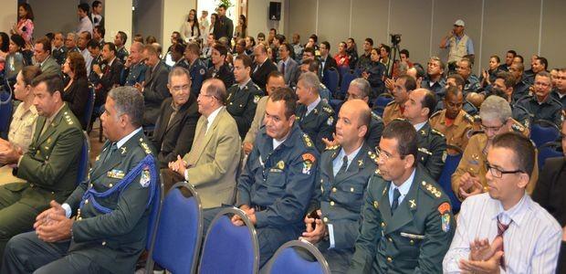 Policiais acompanham solenidade de acordo do Brasil Mais Seguro (Foto: Marina Fontenele/G1)