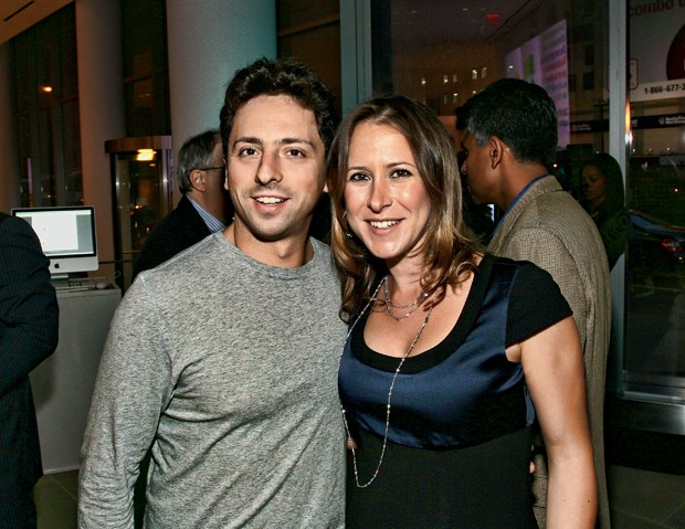 NEW YORK - SEPTEMBER 09:  Sergey Brin and his wife Anne Wojcicki attend the 23 and Me Spit party at the IAC Building on September 9, 2008 in New York City.  (Photo by Donald Bowers/Getty Images for The Weinstein Company) (Foto: Arquivo Pessoal)