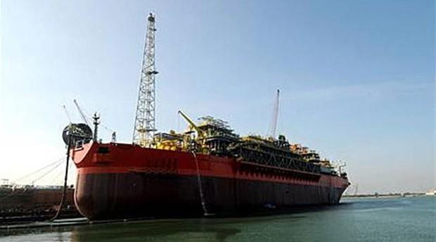 Explosão em navio-plataforma da Petrobras deixa três mortos no Espírito Santo