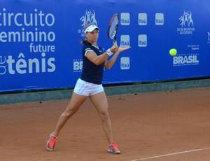 A tenista Laura Pigossi em torneio future de São José dos Campos (Foto: Danilo Sardinha/Globoesporte.com)