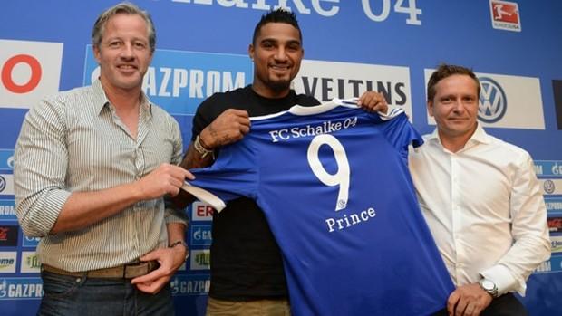 Kevin Boateng schalke 04 apresentação (Foto: Reprodução / Site Oficial do Schalke 04)