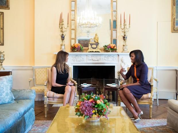 Michelle Obama e Melania Trump se reuniram na Casa Branca enquanto seus maridos, atual e próximo presidente dos EUA, conversavam também na sede do governo americano (Foto: Divulgação/Casa Branca/Chuck Kennedy)