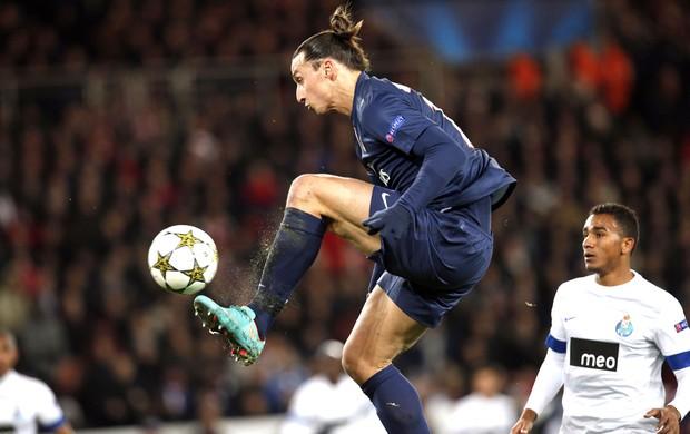 Ibrahimovic - Psg e Porto, AP (Foto: Agência AP)