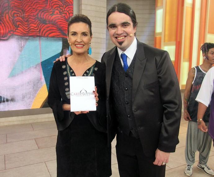 Fátima com o ilusionista convidado do programa  (Foto: Juliana Hippert/Gshow)